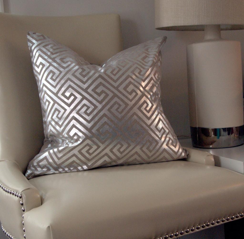 antropoti-concierge-service-pillow-greek